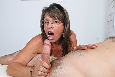 The Amateur MILF Experience at ClubTug.com