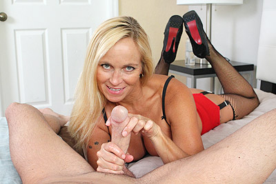 Dani Dare: Shoot That Load at Over40HandJobs.com