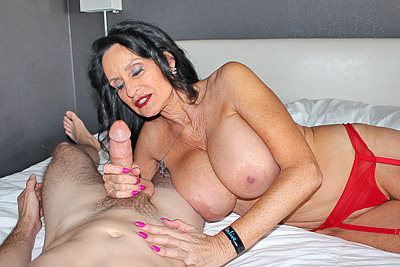 Rita Daniels: Fantastic Fan Milking at Over40HandJobs.com